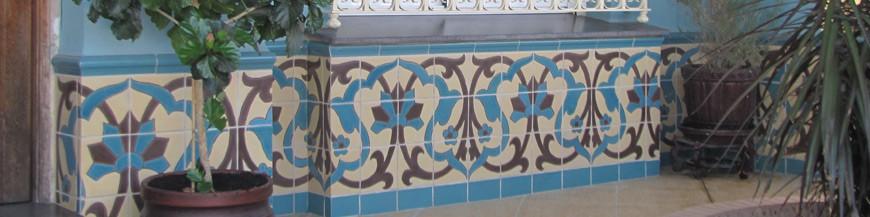 Z calos de azulejos en estilo r stico azulejos campos online for Zocalos para patios modernos